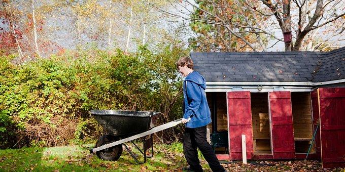 Zahradní přístřešky aneb Vtipné tipy, jak na zahradě uložit zahradní náčiní