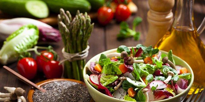 Recepty z jarní zeleniny: Vařte z rukoly, chřestu či špenátu