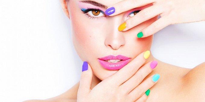 Barva laku na nehty podle horoskopu: Pro Raky fialovou, pro Lvy rudou