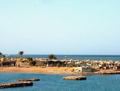 Pláž Zeytuna - Pláž patří k hotelu Sultan Bey a Panorama