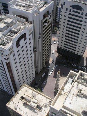 Pohled na menší mrakodrapy