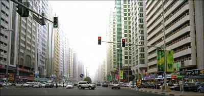 Hamdan Street - Rušná ulice v Abu Dhabi