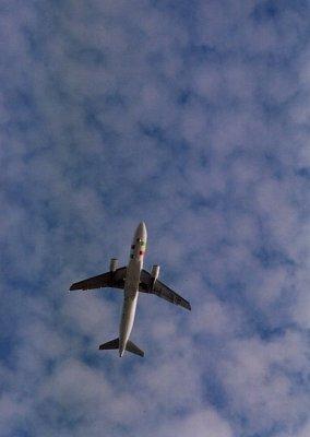 Přílet letadla na letiště v Santa Cruz (nahrál: admin2)