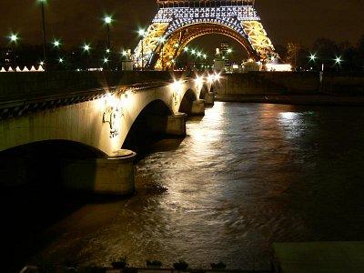 Most d´Iéna s pozadím Eiffelovky