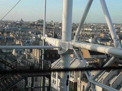 Pohled z budovy na Paříž