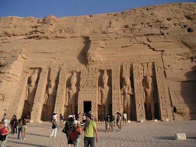 Průčelí chrámu zasvěceného Nefertari (nahrál: admin)