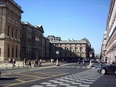 ulice Rue De Rivoli, vlevo je Louvre (nahrál: slávka)