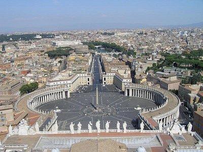 Svatopeterské náměstí ve Vatikánu - Pohled z věže chrámu sv. Petra (nahrál: Jana Černobilová)