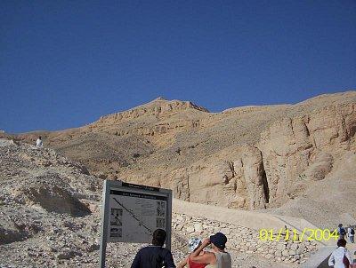 Pyramidion nad Údolím králů. (nahrál: Štefan Franko)