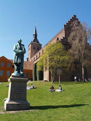 socha H. Ch. Andersena (nahrál: admin)