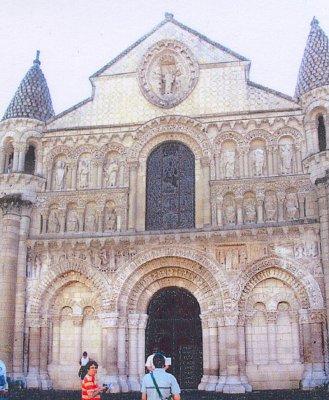 Románská fasáda katedrály Panny Marie (nahrál: admin)