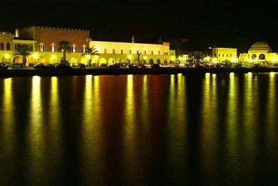 Rhodos - Noční Rhodos z místa,kde stával kolos rhódský (nahrál: Terry)