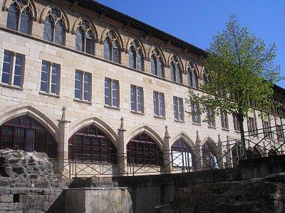 Vysoká škola umění a uměleckých řemesel, Cluny (nahrál: Lucie Tichá)