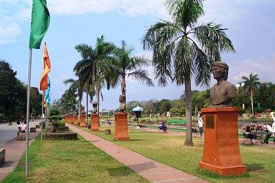 Busty v Rizalském parku (nahrál: admin)