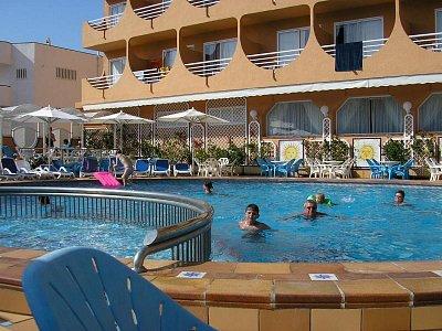 Bazén - Perfektní - bar u bazénu  (nahrál: Nervak)