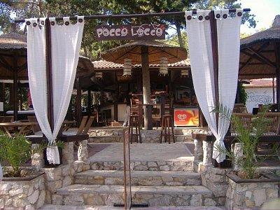 Pocco Locco - Nejlepsi bar v okoli nejlíp se tam hrálo adělali nejlepší míchaný nápoje doporučuju Mallibu Summer  (nahrál: Veroniqque)