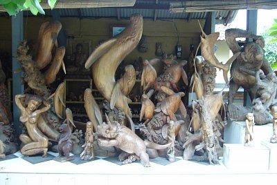 Balijské dřevěné sochy (nahrál: admin)