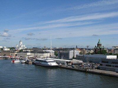 připlutí do Helsinek - Luteránský dóm a ruský ortodoxní chrám USPENSKIKATEDRALEN (nahrál: Petra Lecová)