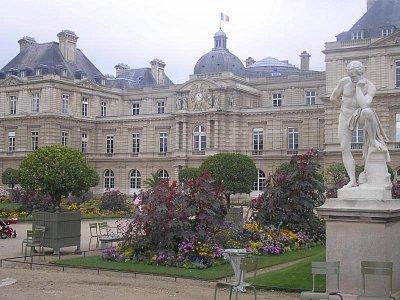 Lucemburské zahrady - budova Senátu (nahrál: Lucie Tichá)