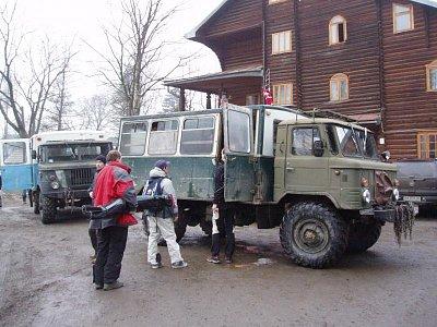 gazik - jediné vozidlo, co vás vyveze na Drahobrat (nahrál: admin)