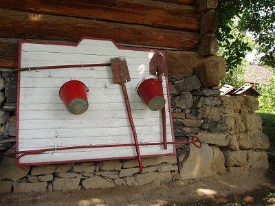 Hasicí přístroje ve skanzenu (nahrál: admin)