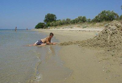 Mezi Skala Rachoni a Skala Prinos - Tam autobusem (5 km), zpět po téměř liduprázných plážích (nahrál: Milan Pokorný)