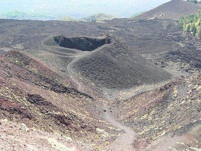 Kráter Silvestri ve výšce 2000m nad mořem (nahrál: Hádlíková Hana)