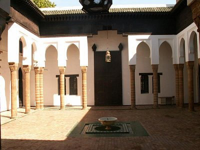 Palácové muzeum - Palác pochází ze 17. století a je dalším z řady, které nechal postavit Moulay Ismail, první sultán od dob vlády Almohadů, který dosáhl jednotné vlády nad zemí. (nahrál: Petr Kubík)