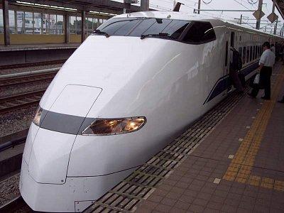 Shinkanzen - Dovezl nás na letiště za hodku a půl něco přes 300km to je slušné... (nahrál: Pingu)