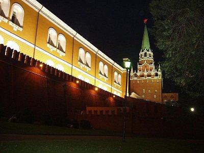 kremelká zeď a věž (nahrál: Kamil Hainc)