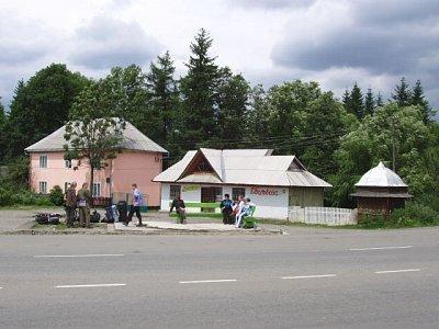 Jasiňa - stanoviště autobusů v centru obce (nahrál: Kamil Hainc)
