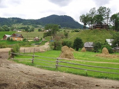 Jasiňa - cesta ke kostelu - Strukivskaja cerkev (nahrál: Kamil Hainc)
