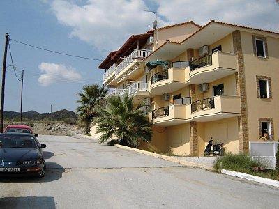 ubytování v Sarti - v klidné části letoviska a blízko k moři (nahrál: Aranka)