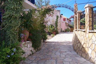 Vesnička Agios Stefanos (nahrál: Tylínek)