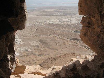 Masada-pohled na římský tábor.Bylo jich celkem osm. - Masada-místo hrdinné obrany Židů proti Římanům za židovského povstání v 1. stol.  (nahrál: Rea)