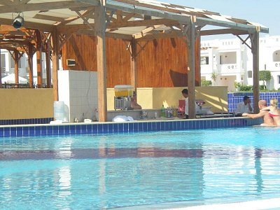 bazen+bar - bazén a zíroveň bar (nahrál: Veronika)