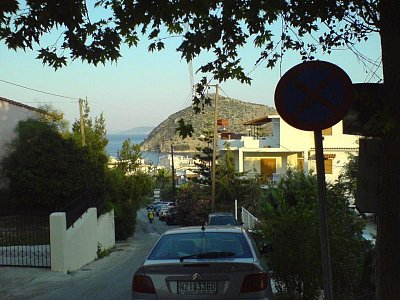 ulička v Tolu od našeho penzionu (nahrál: akara1989)