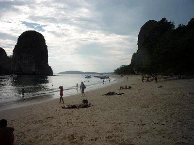Krabi - pláž Phra-nang za odlivu (nahrál: Antonín Šťastný)