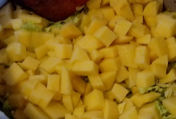 Dušené kapustové brambory