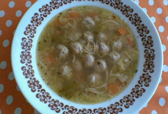 Slepičí polévka s játrovými knedlíčky