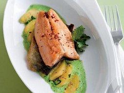 Křupavá ryba s kedlubnou a petrželkovým pyré