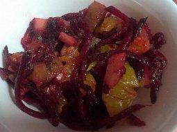 Ovocný salát s červenou řepou
