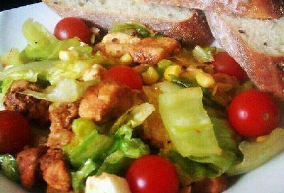 Salát s kuřecími kousky