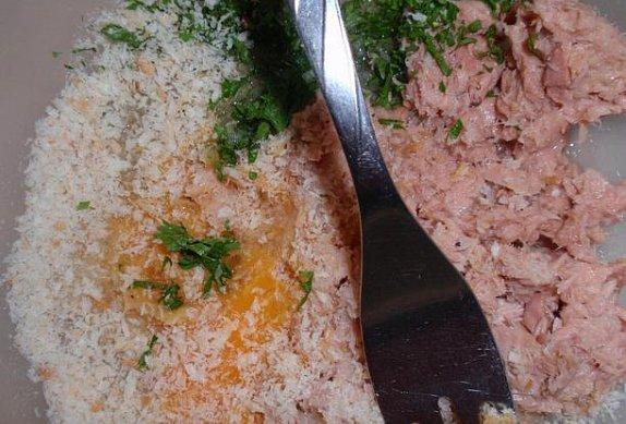 Parmezánové těstoviny s tuňákovými kuličkami