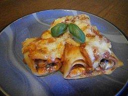 Cannelloni s houbami a rajčatovou omáčkou