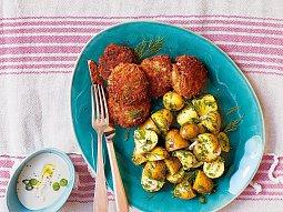 Rybí karbanátky s bylinkovými bramborami