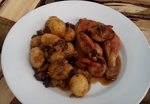 Pečené houbové kuře s bramborem