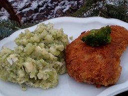 Brambory a řízky s brokolicí se sýrem