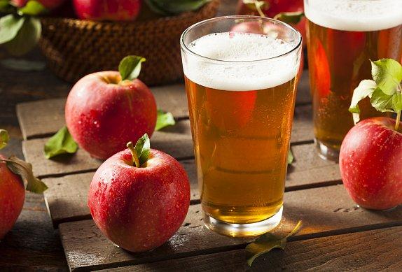 Telecí roláda s jablky, hrozny a perníkem