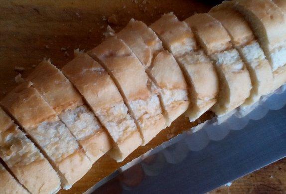 Slaný koláč z francouzské bagety